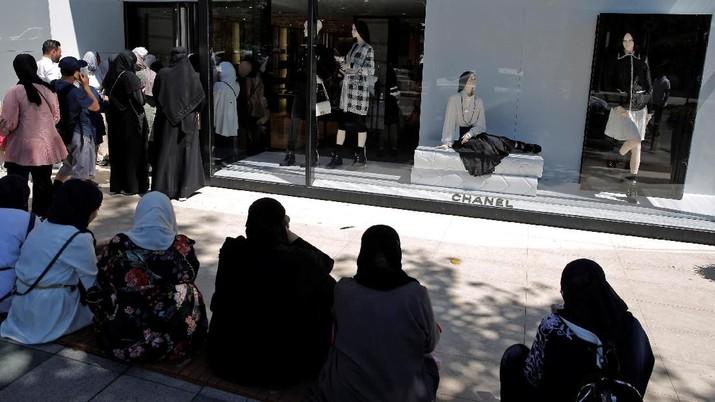 Seorang pembeli asal Mesir mengatakan ia menghemat sekitar Rp 14,4 juta dibandingkan bila membeli barang yang sama di negaranya.