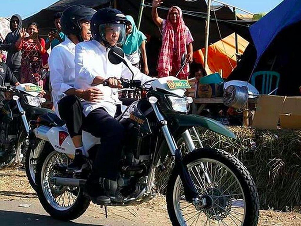 Tinjau Lombok, TGB Bonceng Jokowi Naik Kawasaki KLX
