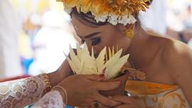 FOTO: 'Peri Gigi' Penuntun Remaja Bali Menuju Dewasa