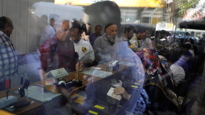 Aksi jual juga memukul pasar negara berkembang secara lebih luas.