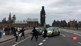 VIDEO: Mobil Tabrak Pembatas Gedung Parlemen Inggris