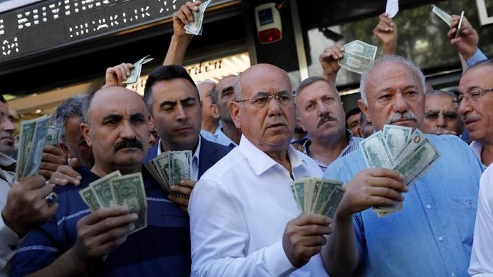 Pengusaha Turki Bantu Lira Menguat, Ramai-ramai Jual Dolar AS