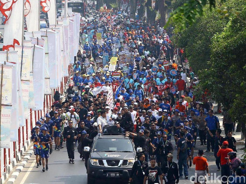 Potret Meriahnya Arak-arakan Obor Asian Games di Jakarta