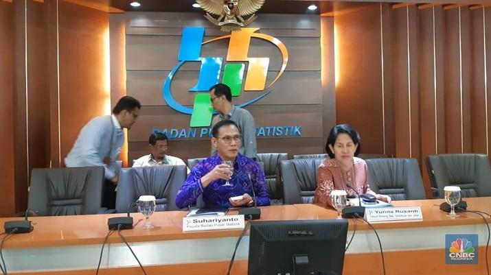 Badan Pusat Statistik (BPS) akan melakukan penyusunan ulang data Pembentukan Modal Tetap Bruto (PMTB) alias investasi.