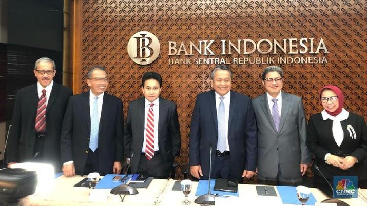 Depresiasi rupiah akhir-akhir ini mendorong Bank Indonesia (BI) untuk meninggalkan stance kebijakan yang netral.
