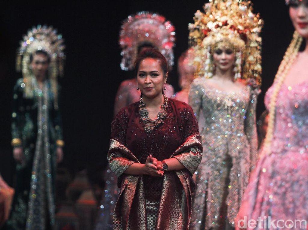 Keindahan Ragam Kebaya dari Aceh sampai Papua di Tangan Vera Kebaya