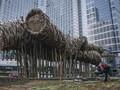 Seniman Sebut Bambu Seharga Rp550 Juta Rapuh karena Polusi