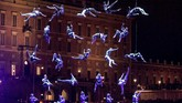 Para seniman Circus Cirkor tampil di festival budaya Stockholm, Swedia. (TT News Agency/Anders Wiklund)