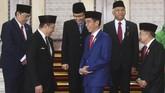 Presiden Joko Widodo (tengah) dan Wakil Presiden Jusuf Kalla (kanan) berbincang dengan pimpinan DPR sebelum Sidang RAPBN di Kompleks Parlemen, Senayan, Jakarta, Kamis (16/8). (ANTARA FOTO/Akbar Nugroho Gumay)