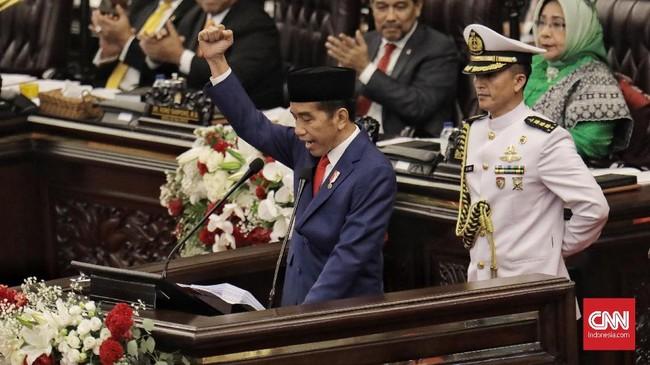 Presiden Joko Widodo menghadiri pembukaan Sidang TahunanMPR/DPR/DPD RI 2018 di Kompleks Parlemen, Senayan, Jakarta(16/8). Sidang tersebut digelar dengan agenda penyampaian pidato kenegaraan Presiden Joko Widodo. (CNN Indonesia/Hesti Rika)