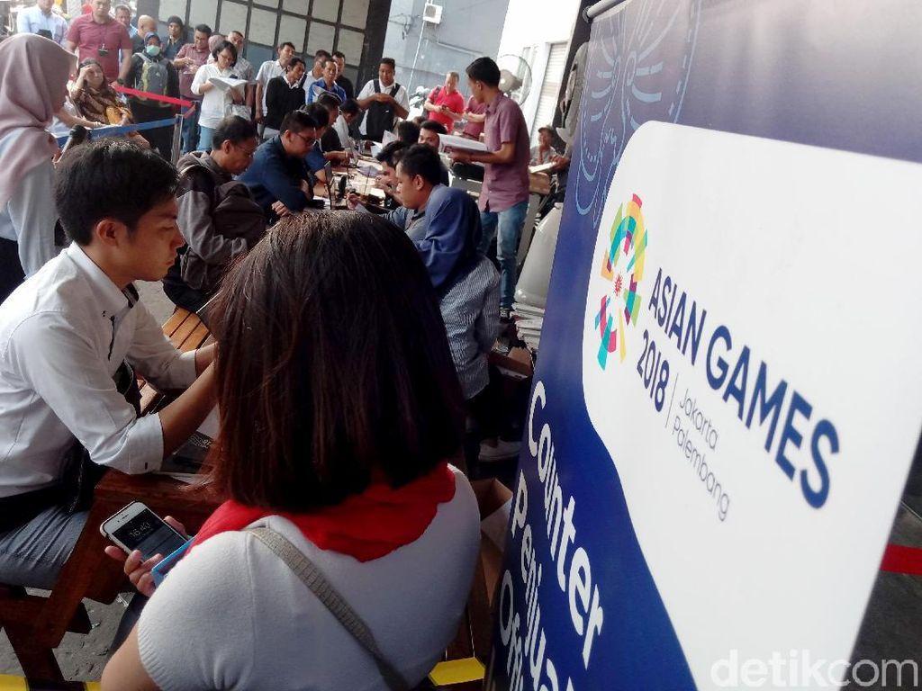 Loket penukaran tiket opening Asian games 2018 mulai dibuka sejak pukul 10.00 WIB.