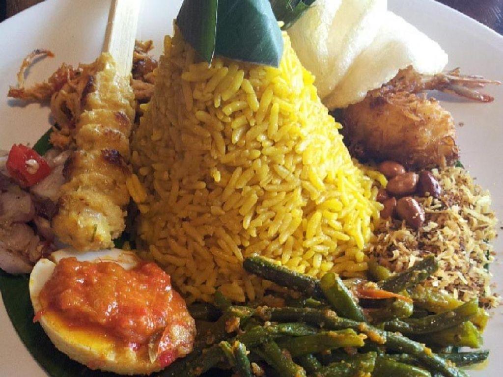 Merdeka! Rayakan 73 Tahun RI dengan Sarapan Nasi Kuning