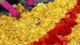Kondisi cuaca membaik dua pekan sebelum gelaran dimulai dan membuant bunga-bunga mekar dengan sempurna. (REUTERS/Yves Herman).