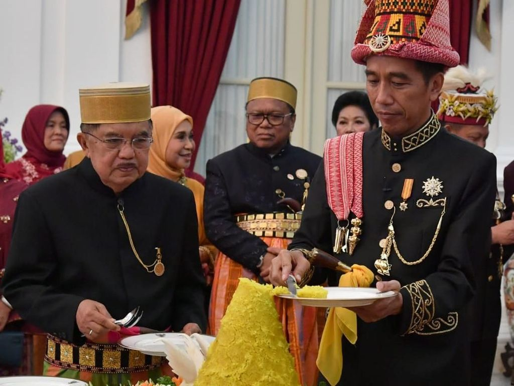 Foto: Potong Tumpeng Jokowi dan Presiden-Wapres Terdahulu di HUT RI