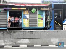 Mulai 12 April, Penumpang Transjak-MRT-LRT Wajib Pakai Masker