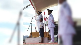 PLN Beri Joni Pemanjat Tiang Bendera Beasiswa Hingga Sarjana