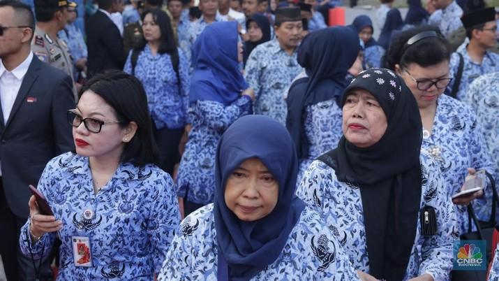 Jokowi ingin memangkas birokrasi dengan menggantikan pejabat Eselon III & IV di Kementerian dengan Robot AI tetapi rencana ini punya tantangan besar.