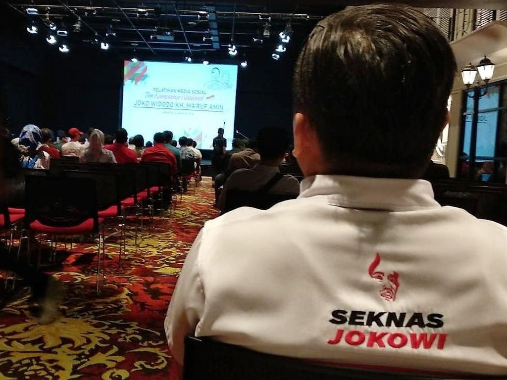 Acara tersebut menghadirkan narasumber-narasumber yang kompeten di bidang Strategi Komunikasi Politik dan Media Sosial serta dihadiri oleh seluruh Tim Siber partai Koalisi Indonesia Kerja yang terdiri dari partai koalisi dan juga para Relawan Pendukung Jokowi-Ma'ruf. Foto: dok. Seknas Jokowi