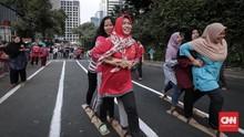 FOTO: Keceriaan Bermain Permainan Tradisional Indonesia