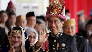 Jokowi Terkekeh Tanggapi Aksi Stuntman Motor Asian Games