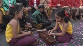 Indonesia disebut memiliki ribuan permainan tradisional yang menyebar di segala daerah, namun beberapa dikenal secara luas, salah satunya congklak. (ANTARA FOTO/Maulana Surya)