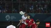 Bek Timnas Indonesia U-23 Hansamu Yama ikut andil memberikan assist bagi Ricky Fajrin sekaligus menutup keunggulan Garuda Muda 3-0 atas Laos. (CNNIndonesia/Adhi Wicaksono)
