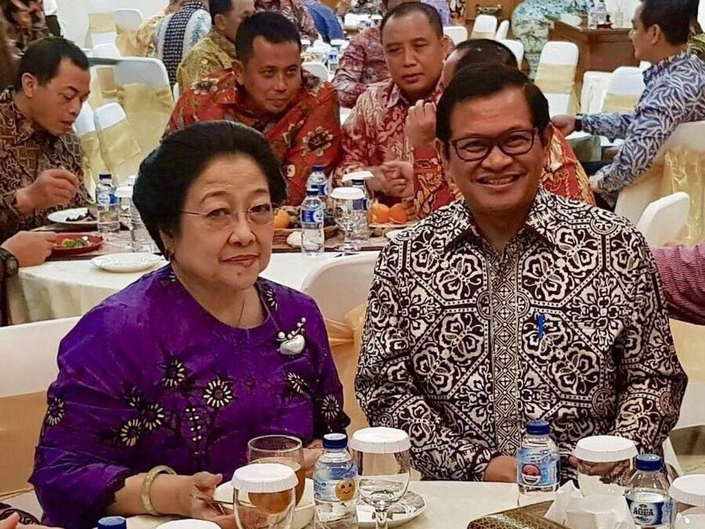 Asyiknya Pramono Anung Saat Makan Duren di Medan dan Garang Asem di Ponorogo