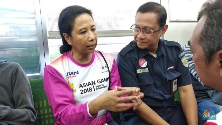 Menteri Badan Usaha Milik Negara Rini Soemarno memberikan tanggapan perihal pelebaran defisit neraca transaksi berjalan