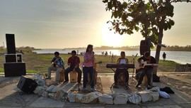 Pasar Sunset Laguna dan Senja Romantis di Bantul