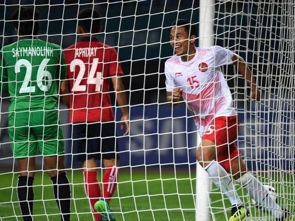 Ricky Fajrin juga mengoleksi satu dari delapan gol Indonesia di Asian Games 2018 sejauh ini. Ia mencetak gol penutup saat Indonesia mengalahkan Laos. (Foto: Arief Bagus/AFP)
