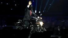 Helm Jokowi Naik Motor pada Pembukaan Asian Games 2018
