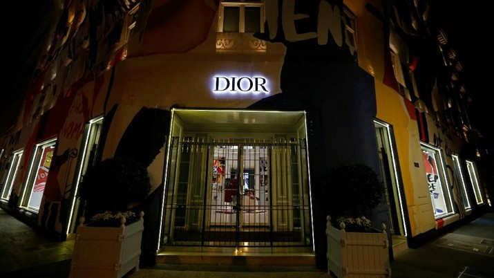 The Dior logo is seen on the facade of a shop in Paris, France, August 5, 2018. Picture taken August 5, 2018.  REUTERS/Regis Duvignau