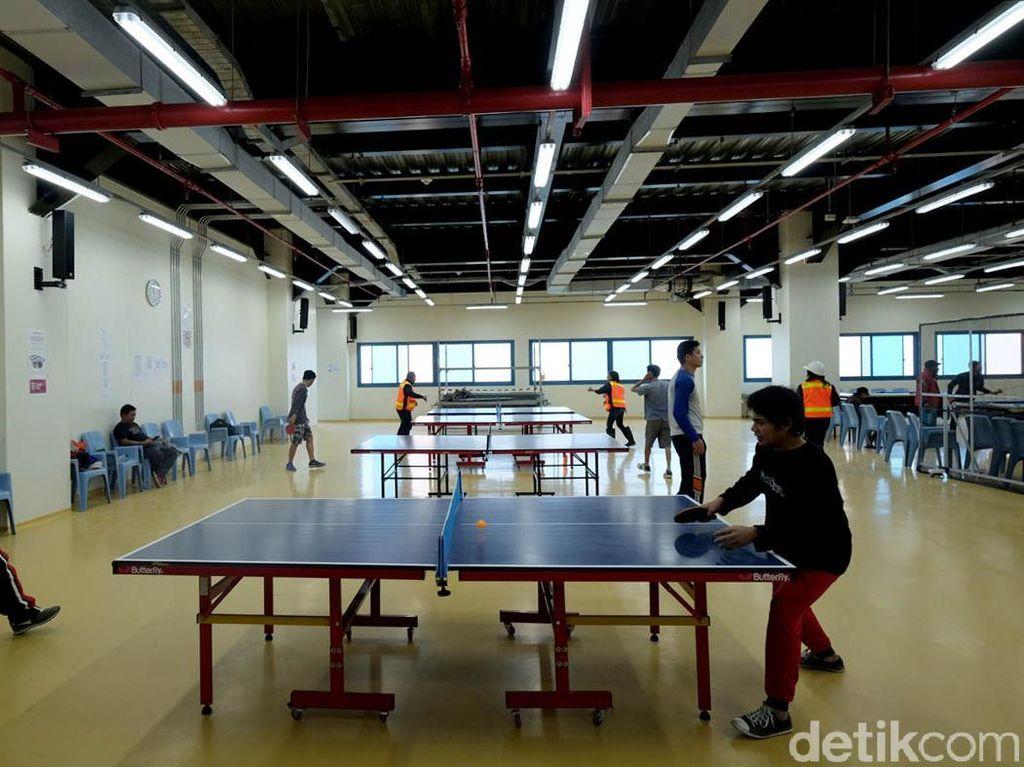 Olahraga tenis meja paling banyak yang digandrungi para pekerja untuk melepas penat.
