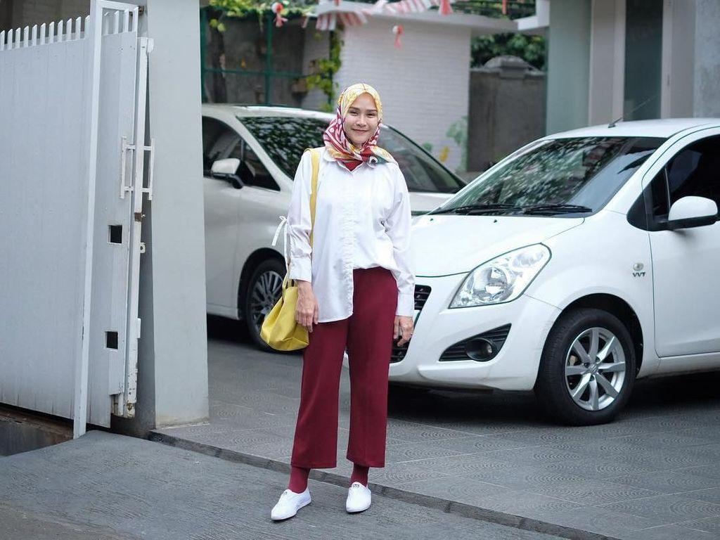 HUT ke-73 RI, Intip Gaya Hijab Merah-Putih Zaskia Mecca hingga Dian Pelangi