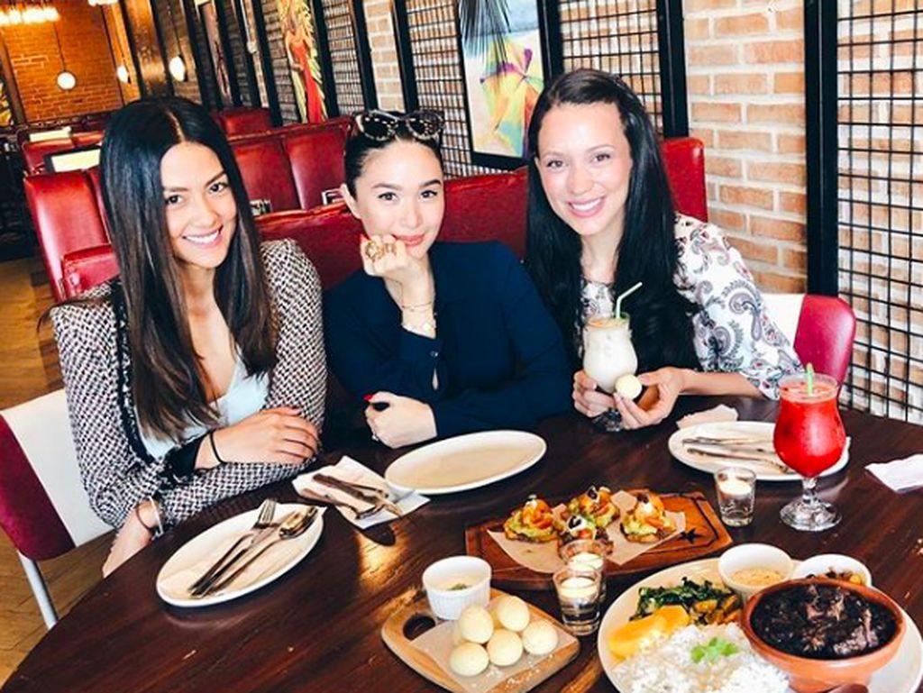 Mengisi waktu luang, Heart memilih kumpul bareng teman. Tak lupa diisi agenda makan bareng.Foto: Instagram iamhearte