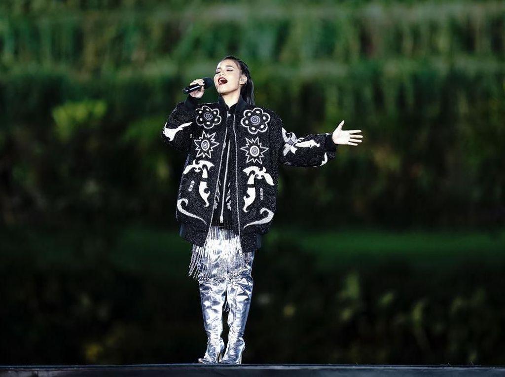 Foto: Adu Gaya Artis di Pembukaan Asian Games 2018 yang Spektakuler