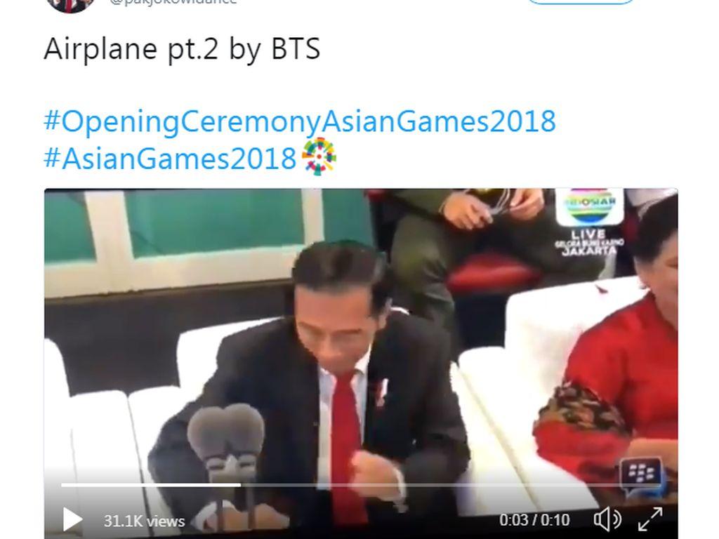 Jokowi jadi terlihat seperti joget mengikuti lagu milik BTS. Foto: Internet