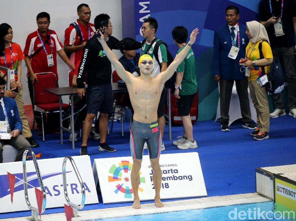 China langsung memimpin papan klasemen Asian Games 2018. Dengan raihan satu emas, sedangkan Indonesia mengisi peringkat keempat.