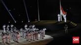 Pengibaran bendera merah putih saat acara pembukaan Asian Games 2018 di Stadion Utama Gelora Bung Karno, Jakarta, Sabtu(18/8). (CNNIndonesia/Adhi Wicaksono)