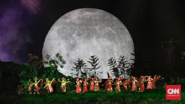 Desain dan konsep upacara pembukaan mewakili kekayaan bangsa Indonesia yang memiliki suku, etnis, bahasa, dab kepercayaan yang berbeda namun satu. (CNNIndonesia/Adhi Wicaksono)