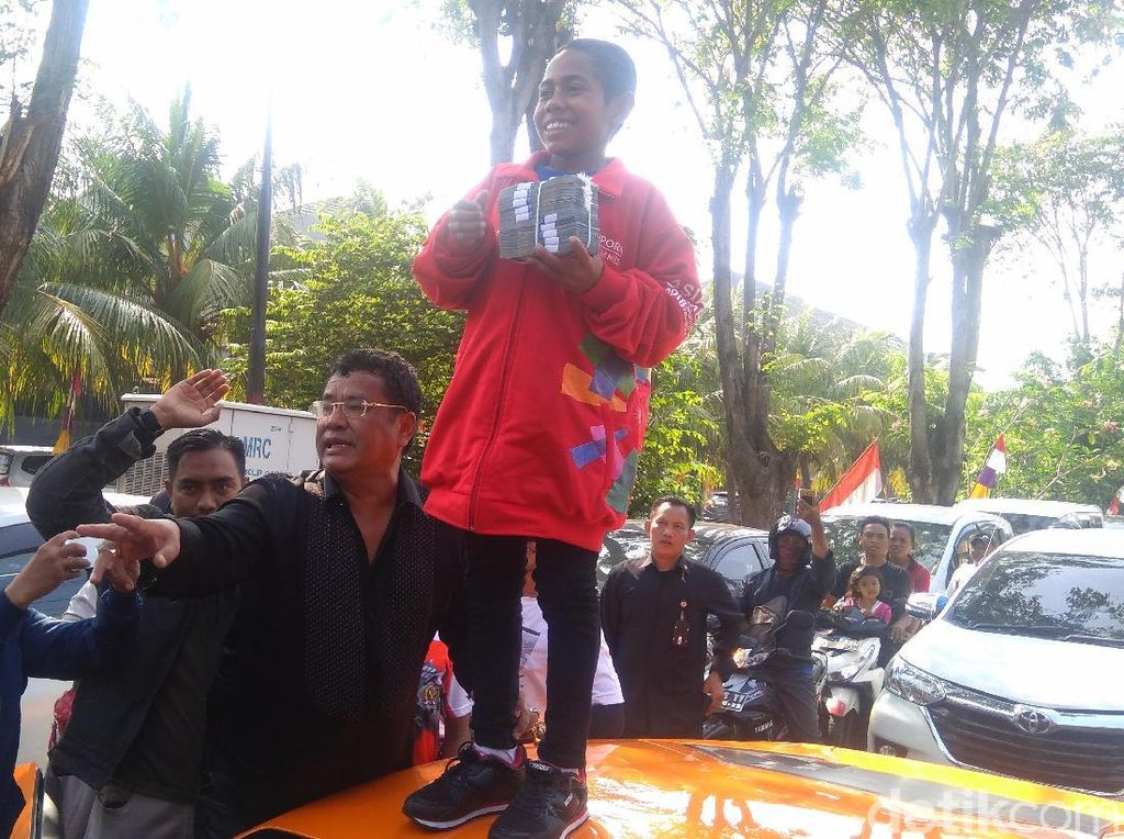 Penyerahan uang dari Hotman ke Joni dilakukan di Kopi Johny, Kelapa Gading, Jakarta Utara. Duit Rp 50 juta berasal dari Hotman dan adiknya. (Ahmad Bil Wahid/detikcom)
