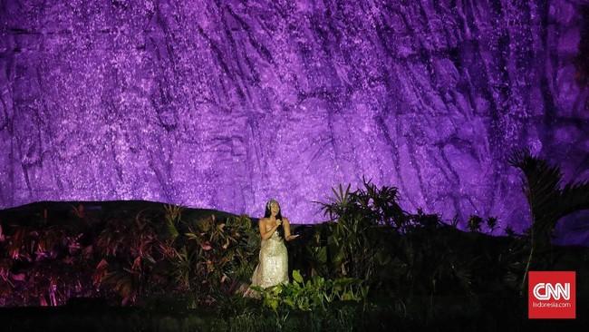 """Penyanyi internasional asal IndonesiaAnggun C Sasmi ikut dilibatkan membawakan lagu """"Meraih Bintang""""pada pembukaan Asian Games 2018. (CNNIndonesia/Adhi Wicaksono)"""