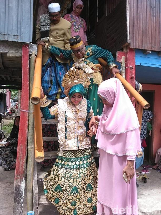 Ekspresi Kakek Tajir Saat Nikahi Gadis 30 Tahun Bermahar Rp 1 M