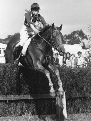 Foto Jadul Anak Perempuan Satu-satunya Ratu Elizabeth II yang Lincah Berkuda