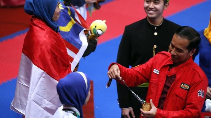 Jaket Merah Jokowi di Asian Games Jadi Viral, Ini Harganya