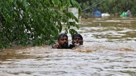 FOTO: Duka di Tengah Banjir Kerala