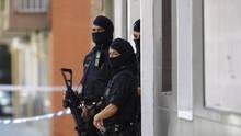 Penyerang Kantor Polisi Spanyol Teriakkan Allahu Akbar