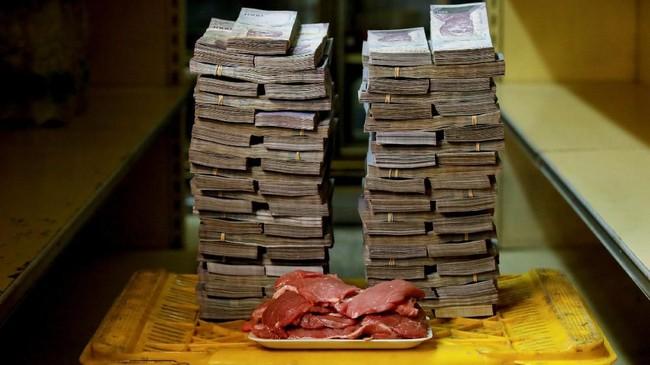 Daging 1 kg dihargai 9.5 juta boliver atau setara Rp21 ribu. Model ekonomi sosialis membuat kondisi Venezuela terus rontok. (REUTERS/Carlos Garcia Rawlins).