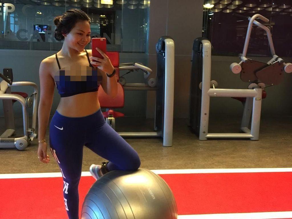 Bugar dan Seksi, Begini Gaya Istri Pesepak Bola Beto Goncalves Saat Olahraga