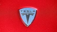 Satu Unit Mobil Listrik Tesla Sampai Terbakar Dua Kali
